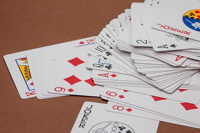 Ginirommi korttipeli